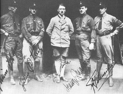 Adolf Hitler dan para pendiri SS-