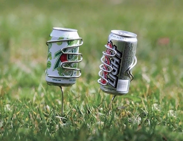 Must Have Backyard Picnic Gadgets - Lawn Beverage Holder