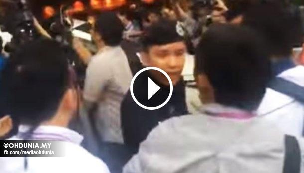 Anggota Polis Nyaris Bertumbuk Dengan Jurugambar Media