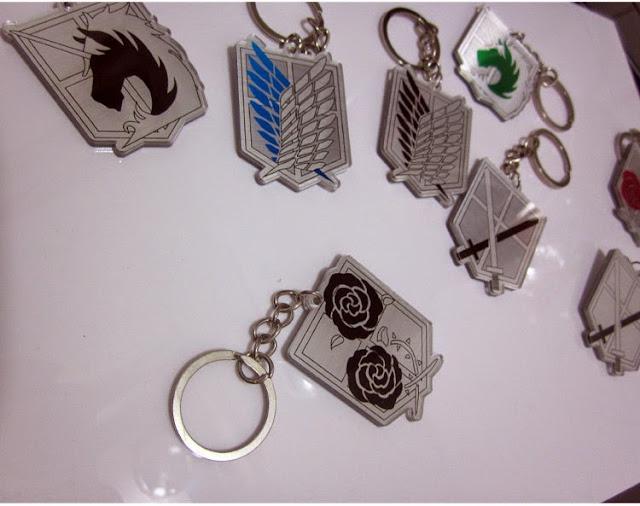 Kilka gadżetów, a konkretniej breloków do kluczy z Attack on Titan