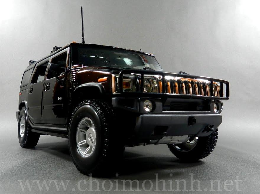 Hummer H2 SUV 1:18 Maisto black