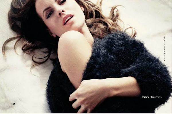 Kate Beckinsale kinky on the bed