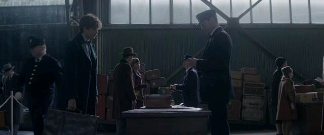 Screenshots Fantastic Beasts and Where to Find Them (2016) BluRay 1080p 720p 480p MKV Uptobox stitchingbelle.com