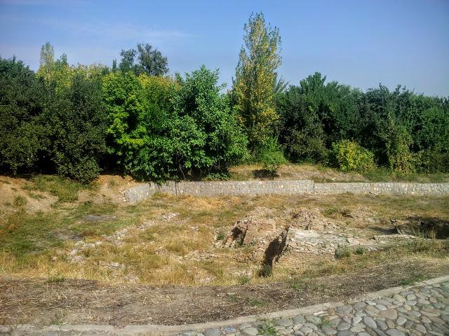 Средневековые бани Сулайман-Тоо