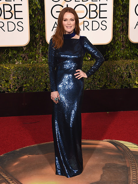 Julianne Moore stuns in midnight blue at the Golden Globes 2016