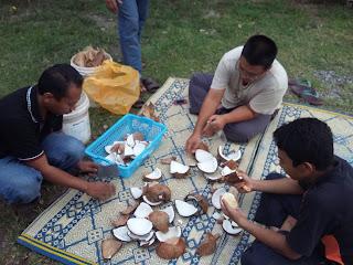 Akhirnya, bertunang juga | Sehari sebelum majlis adkdayah ketupat palas aida waqi bertunang http://kanvaskehidupanku.blogspot.com/