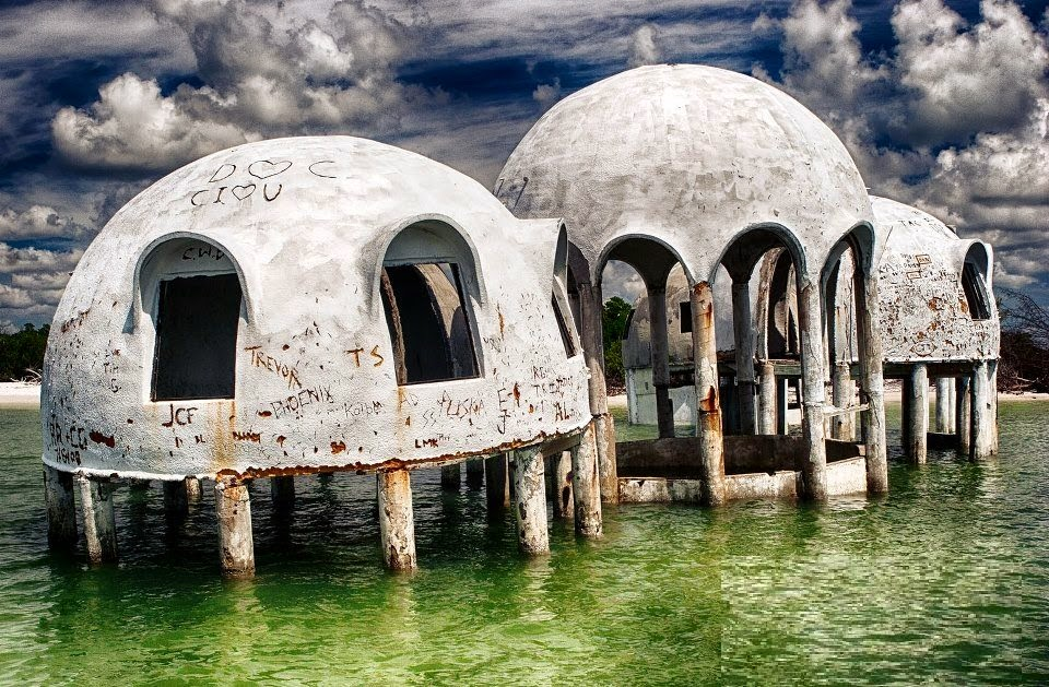 Deserted places the mysterious dome houses in southwest for Dome house in japan