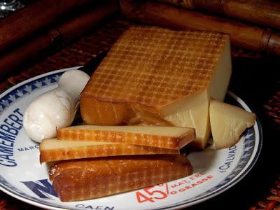 Keju Gruyere yang telah diasap (smoked)