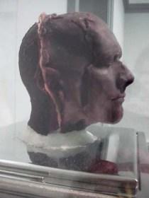 Patung Terbuat Dari Darah