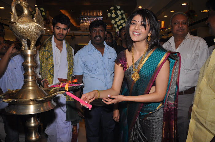 kajal agarwal in saree at chennai shopping mall launch hot images