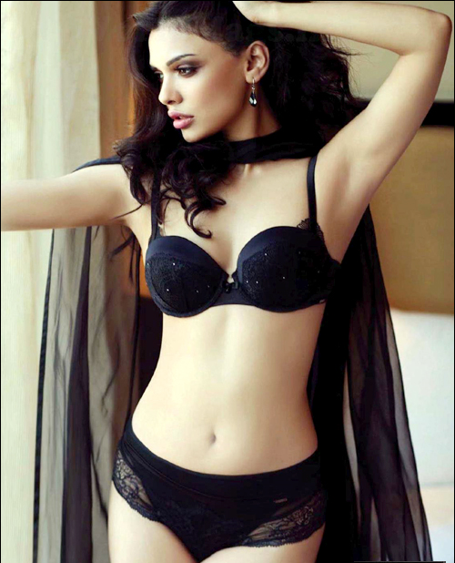 Sara loren Looks very Hot And Sexy In Black Lingerie, Sara Loren Hottest Pics [HD]