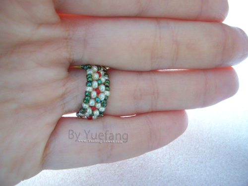 ring_band_with_daisy_chain_pattern