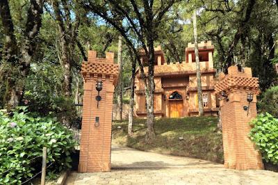 A influência mourisca na arquitetura desta casa ganha ecos num refúgio fundado pela Família Grinberg, de origem alemã.