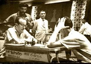 Partida de ajedrez García vs. Rosseto, con el Che Guevara detrás