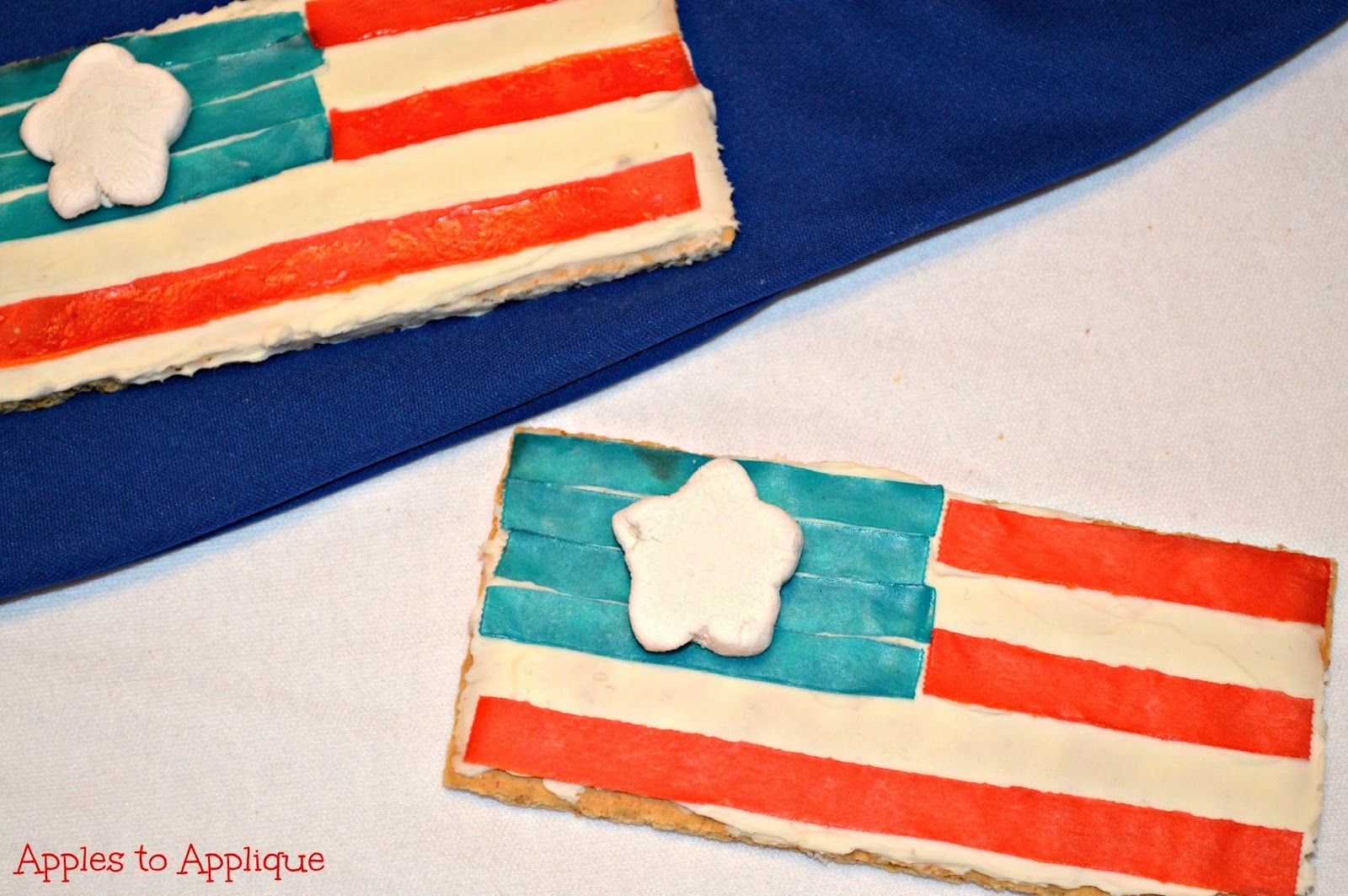 Easy patriotic snack kids can make themselves! | Apples to Applique #RedWhiteandBlue #AmericanFlag #4thofJuly