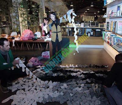 Unik, Seni Lukis Menggunaka Ratusan Kaos Kaki Yang Menakjubkan [ www.Up2Det.com ]