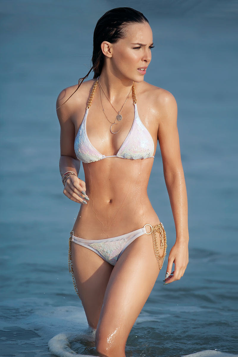 Belinda Peregrin Schull - Bikini Pictures TvNotas September 2012: www.picx.in/2012/09/belinda-peregrin-schull-bikini-pictures.html
