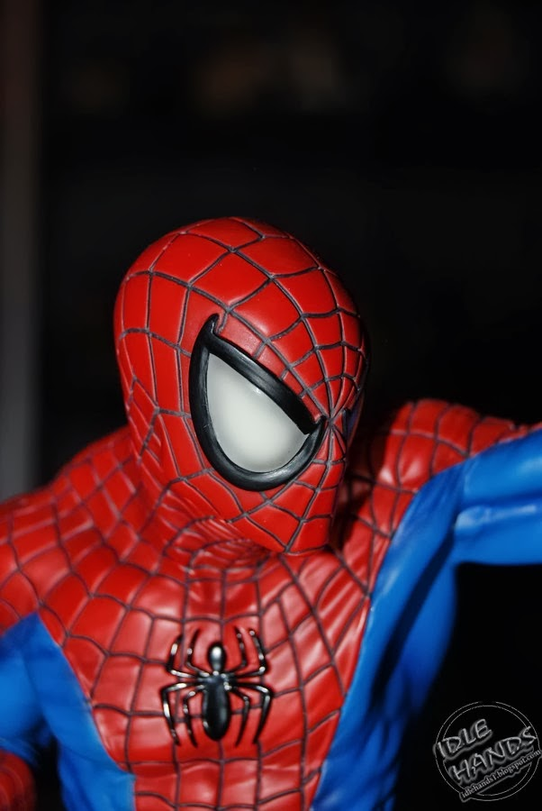 SPIDERMAN RED AND BLUE MINI BUST GENTLE GIANT Toy+Fair+2014+Gentle+Giant+Marvel+Comics+Spider-Man+Red+and+Blue+Mini+Bust+01