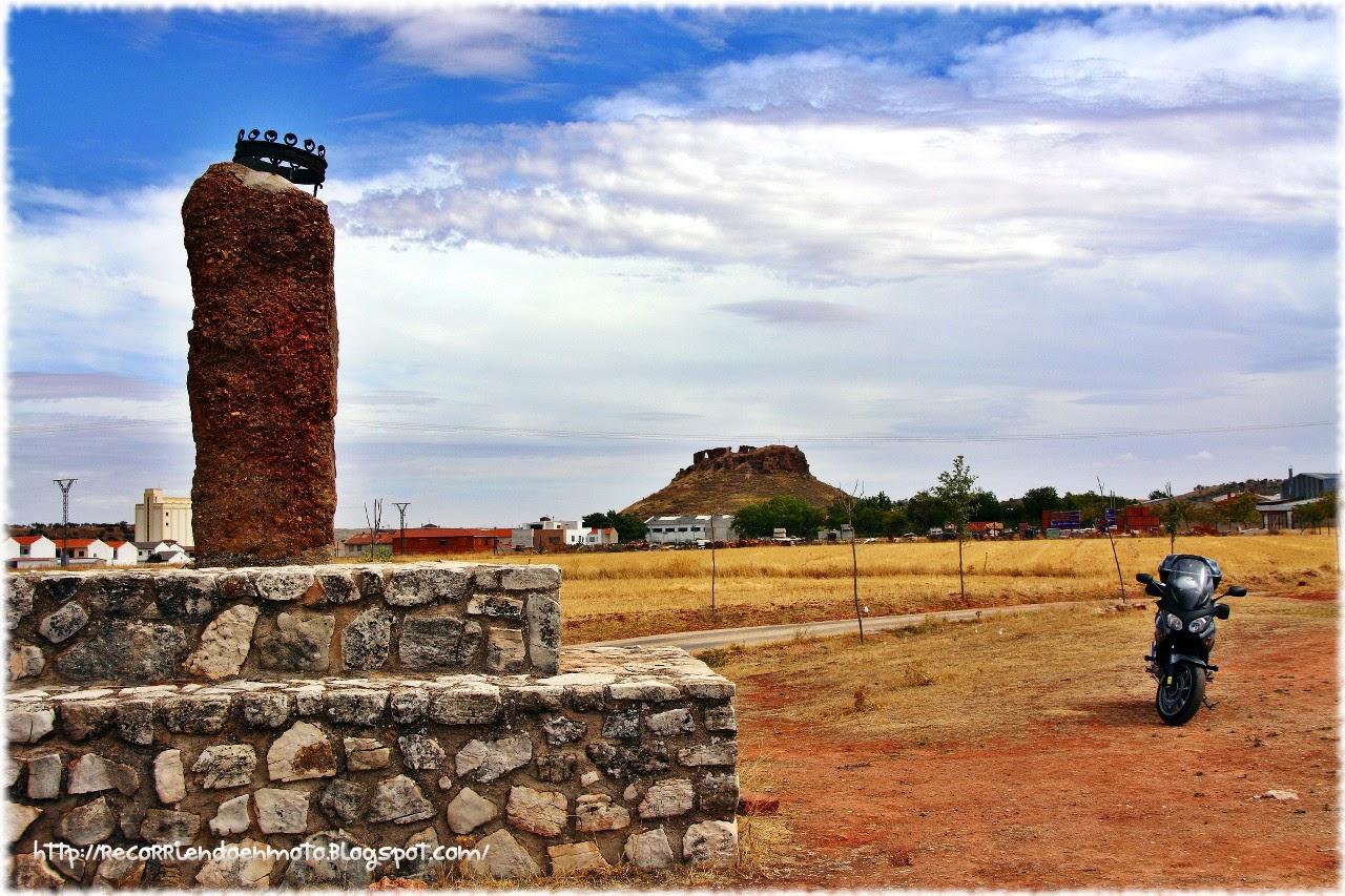 Monolito conmemorativo lugar muerte Pedro I de Castilla