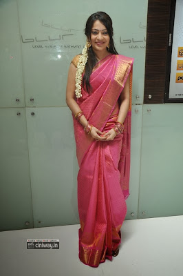 Anchor Ramya Stills at Pannaiyarum Padminiyum Audio Launch