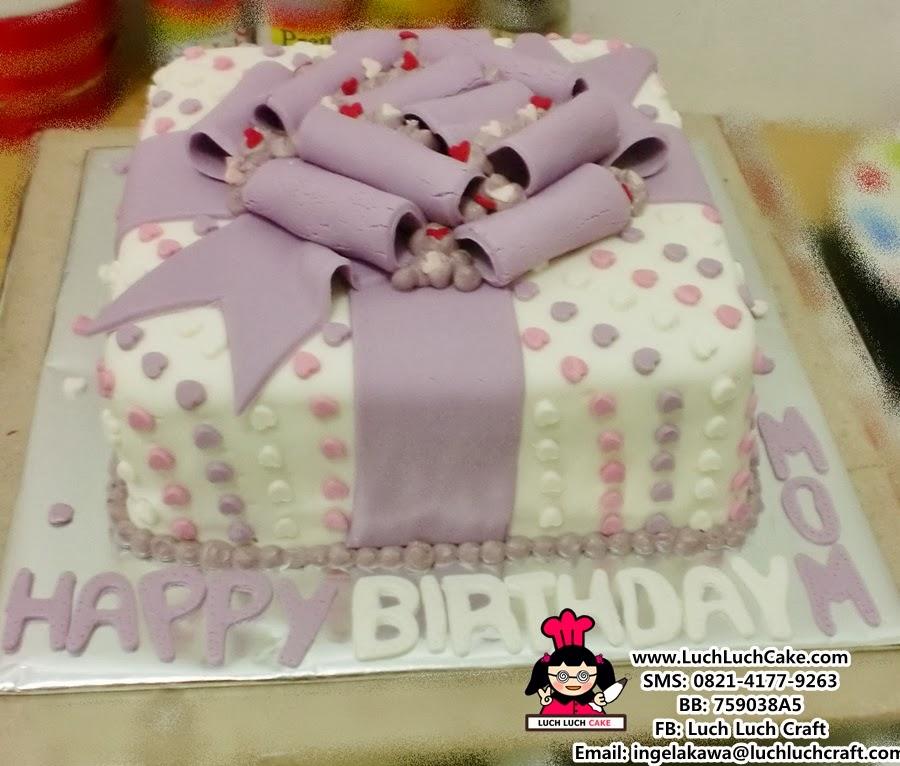 Kue Tart Bentuk Kado Khusus Daerah Surabaya dan Sidoarjo