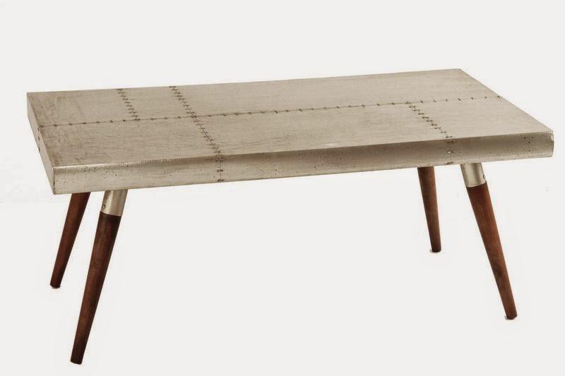 Mesa baja de metal y madera