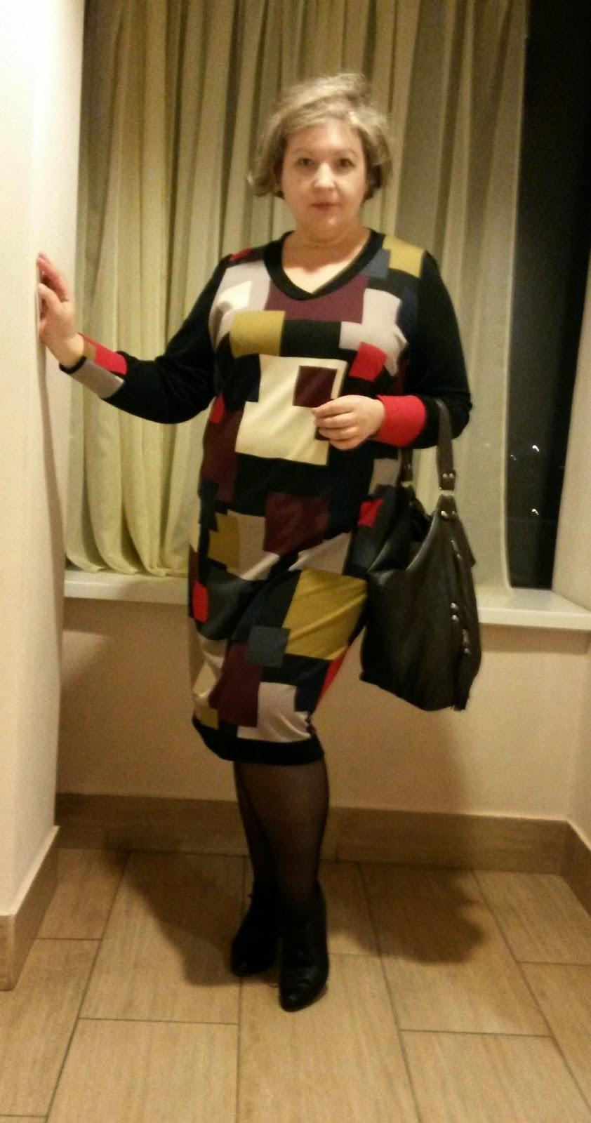 платье из джерси для полных геометрический узор