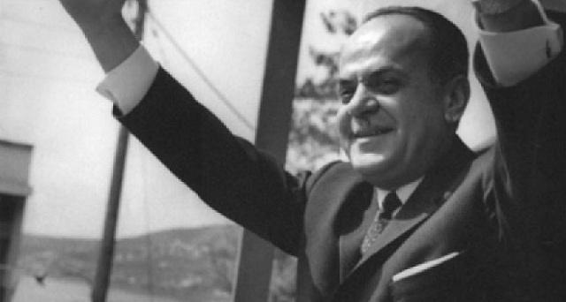 Σαν σήμερα ο Γιώργος Παπαδόπουλος βάζει πρωθυπουργό τον Μαρκεζίνη.Λίγες μέρες μετά θα του στήσουν το Πολυτεχνέιο για να ξαναγυρίσουν οι σημερινοί ξεφτίλες.