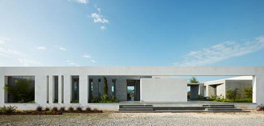vista frontal de casa minimalista