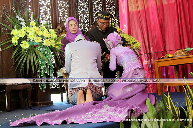Panggih Wisuda Pengantin - Ajeng Sapto : 7 Desember 2014 | Tata Rias & Busana oleh : Tunjungbiru.co.id Rias Pengantin Purwokerto | Foto oleh : Klikmg Fotografer Magelang