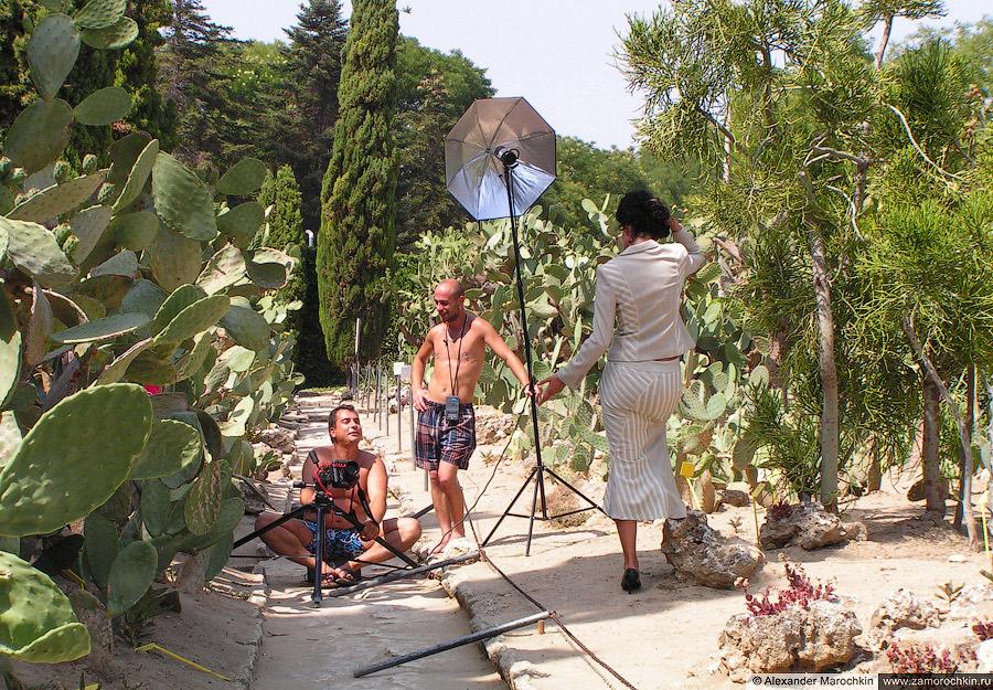 Фотосессия среди кактусов. Ботанический сад, Балчик, Болгария