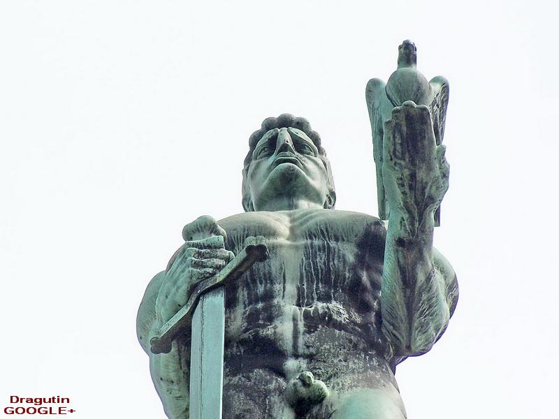Malo neuobičajeni ugao snimanja spomenika
