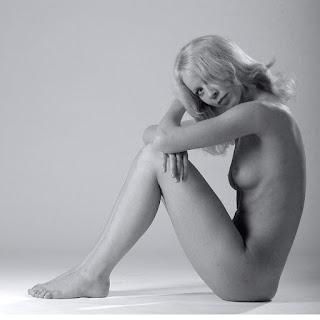 青少年的裸体女孩 - rs-t42y5yy-765650.jpg