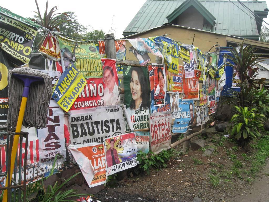 http://3.bp.blogspot.com/-UAVJIkzBKtQ/UZRchvV24LI/AAAAAAAAAXQ/AQ6PATeIPj0/s1600/election+posters.JPG