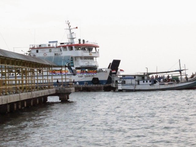 kapal bahari ekspress di pelabuhan kartini