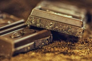 Chocolate does contain caffeine