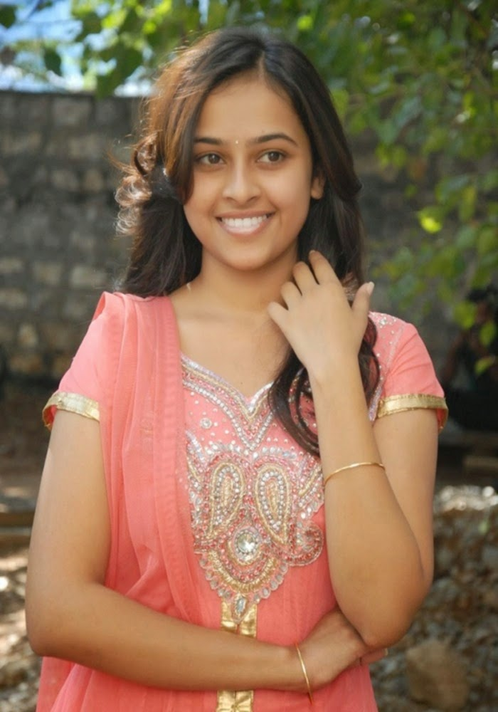south actress sri divya unseen hot photos
