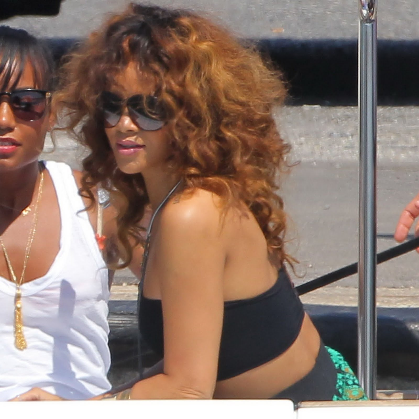 http://3.bp.blogspot.com/-UBIpIcF-fUM/TlOkCNtzi4I/AAAAAAAAB7M/DCUqGoJQ8PM/s1600/RihannaBigBoobsInSexyTop2.jpg