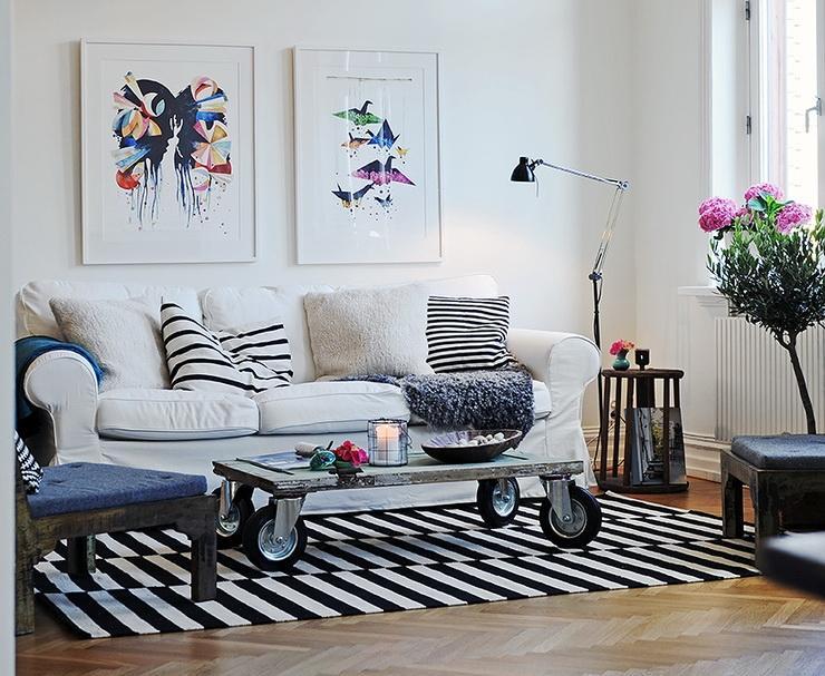 decorar sala branca:Em áreas estreitas, em paredes com menos de 2 metros de largura, opte