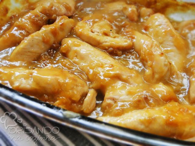 http://www.brisandonacozinha.com/2012/09/frango-ao-molho-de-laranja-e-cebola.html