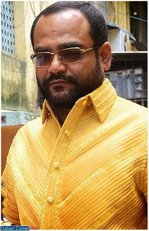 Lelaki Ini Memakai Baju Kemeja Diperbuat Dari Emas Tulen Seberat 4kg