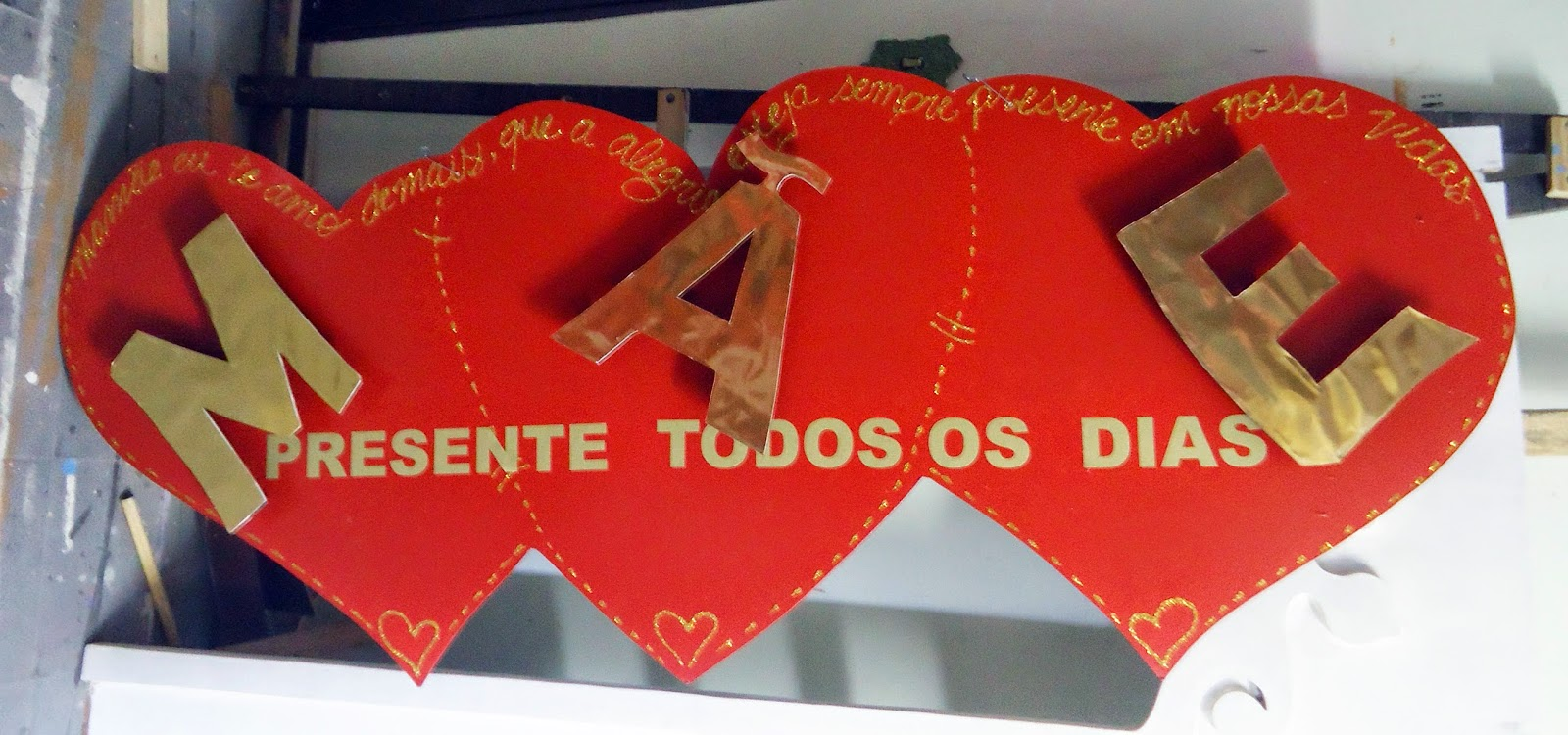 Arte Poesia Decoraç u00e3o Cenografia Placa em MDF corações com letras em relevo para decoraç u00e3o de  -> Decoração Dia Das Mães Em Loja
