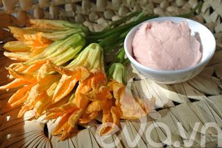 Ngon ngọt hoa bí hấp giò sống