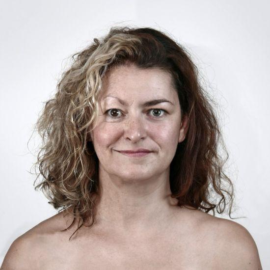 Ulric Collette fotografia surreal photoshop retratos genéticos família rostos misturados autorretratos Mãe/filha - Julie (61 anos) e Amélie (33 anos)