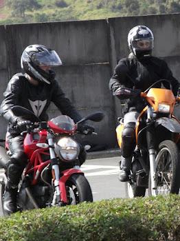 Não importa a moto. Ducati ou Tornardo, a defensiva é para todos