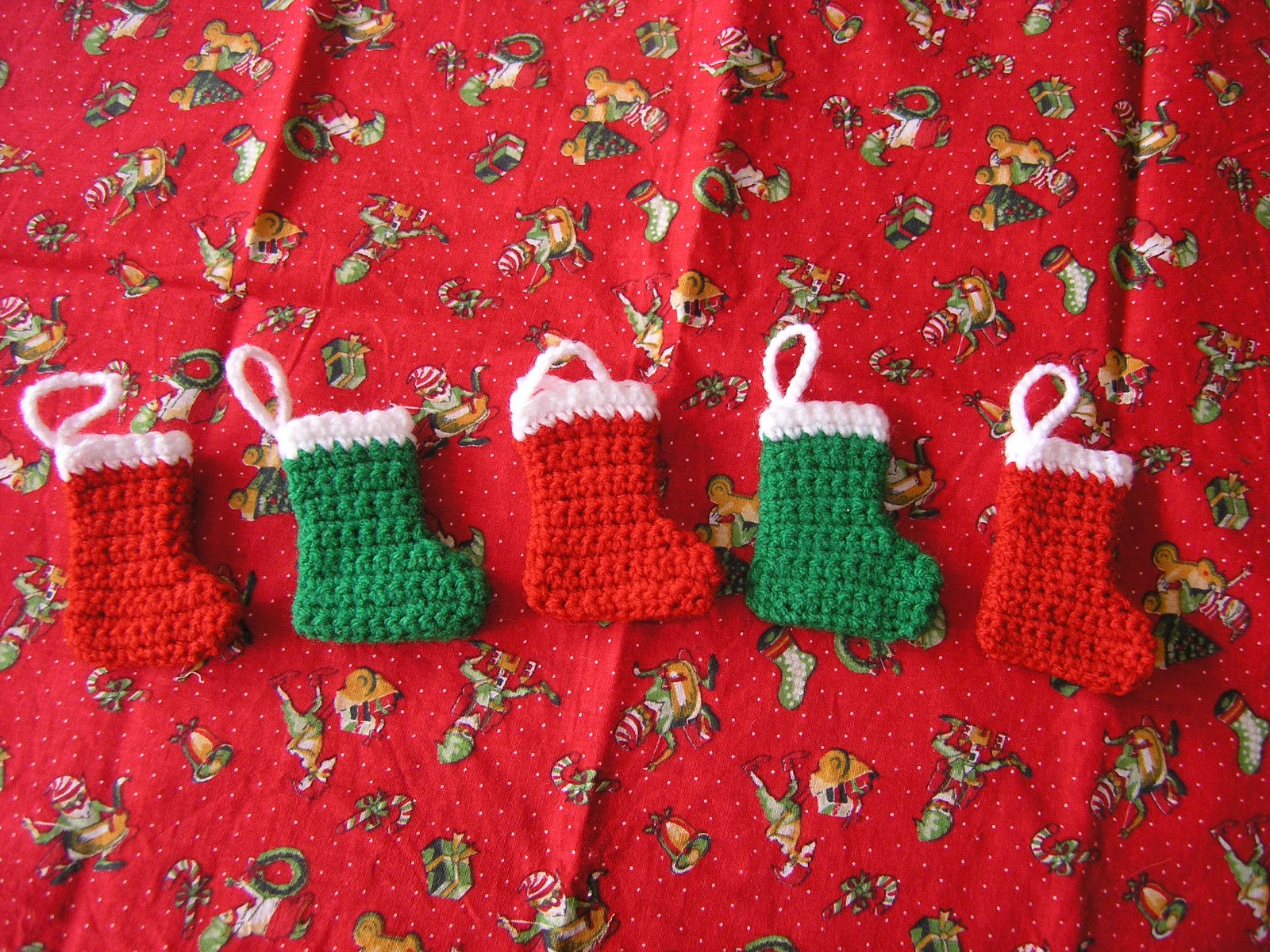 crochet pattern for a mini christmas stocking decoration - Small Christmas Stocking Decorations