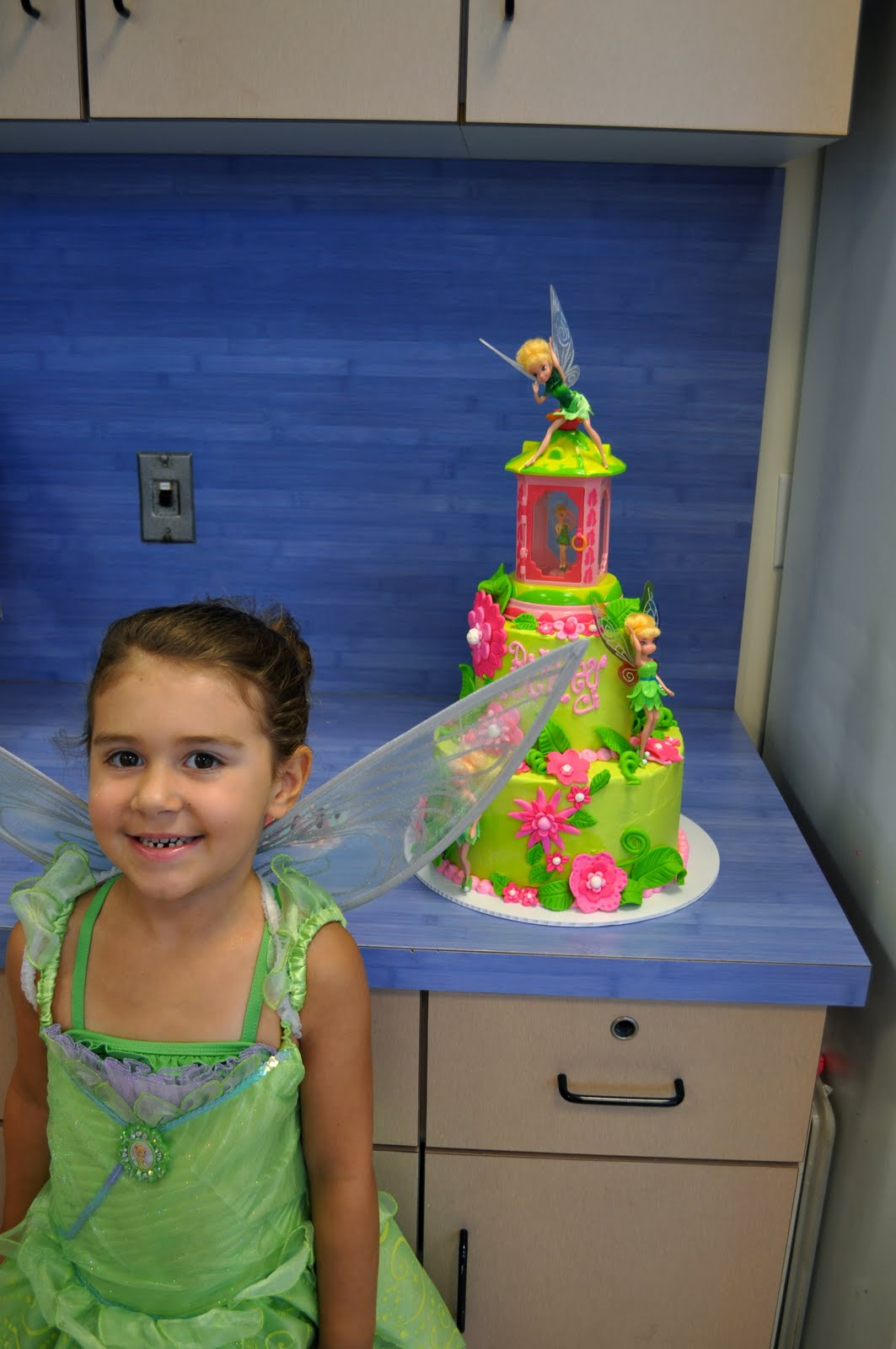 Owner And Cake Artist : Leah s Sweet Treats: Tinkerbell Cake