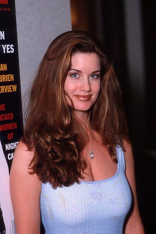 Carrie Stevens Huge milky Cleavage exposed in tight skirt