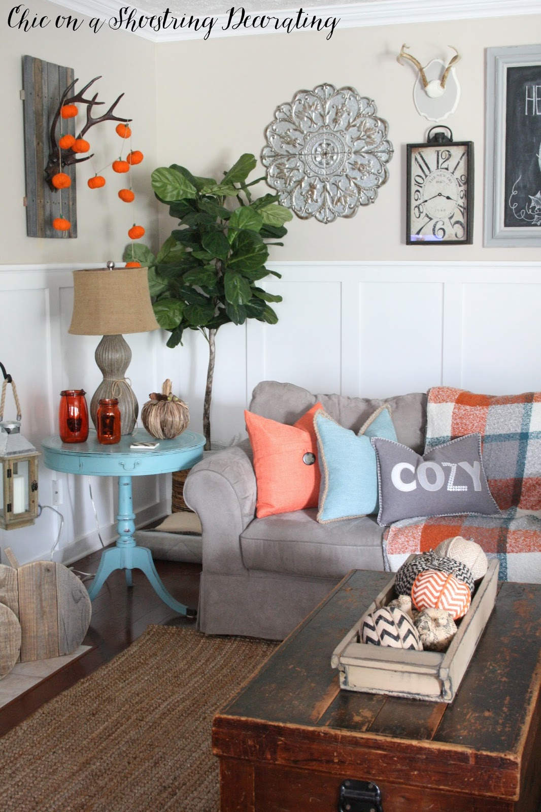 Chic on a shoestring decorating fall farmhouse decor to for Accents decoration