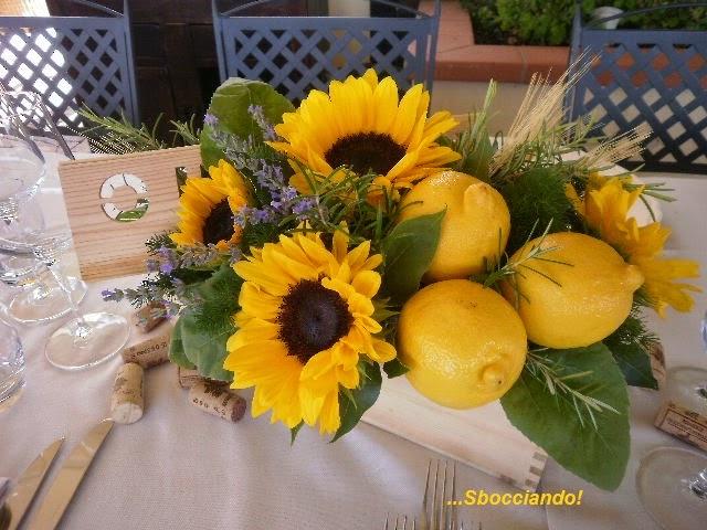 Centrotavola Con Girasoli Matrimonio : Sbocciando matrimonio d estate nella campagna toscana